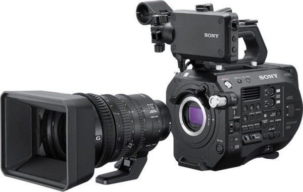 Sony FS7 II camcorder with 18-110mm power zoom lens kit