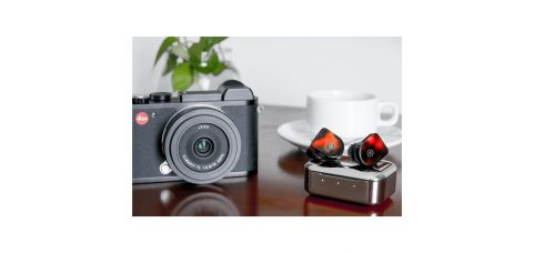 Leica's Black Friday & Cyber Monday Offer: Valid on Qualifying Leica CL Purchases Now Through 11/28/2018, 11:59PM EST